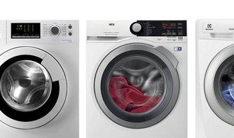 Televize, pračka, lednička a mrazák je minimum. Sušička už luxus